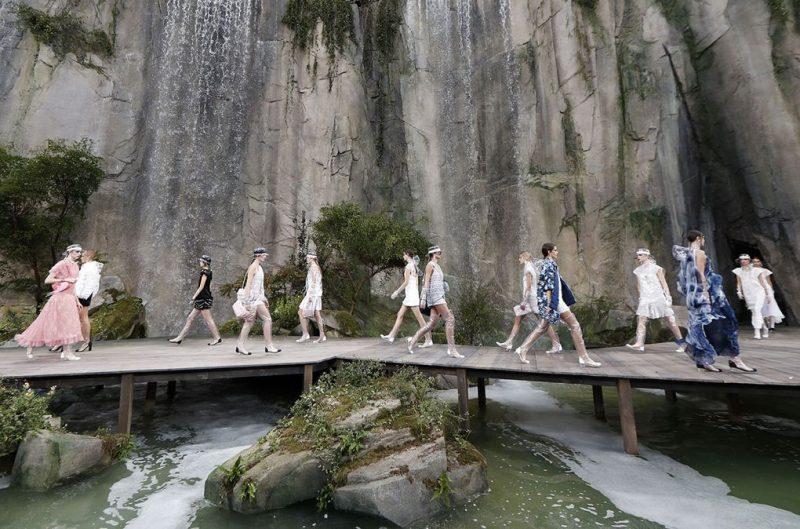 Kehebatan Chanel Di Paris Fashion Week Air Terjun Sungai Dibina Khas Untuk Persembahan Fesyen Nona