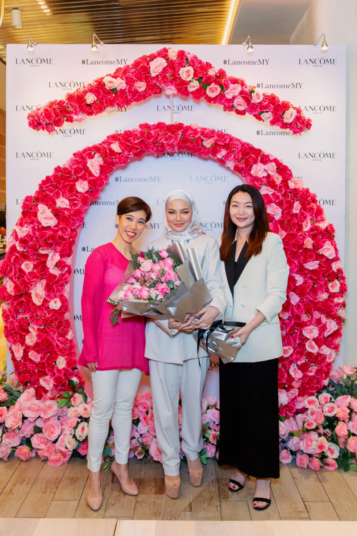 Pecah Tradisi Neelofa Wanita Hijab Pertama Jadi Duta Rantau Asia Tenggara Lancome Nona